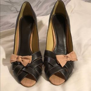 Peep toe chocolate heels strap toe box w/ pink bow